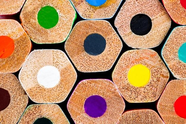 Kleur potloden close-up. het concept van tekengereedschappen. textuur.
