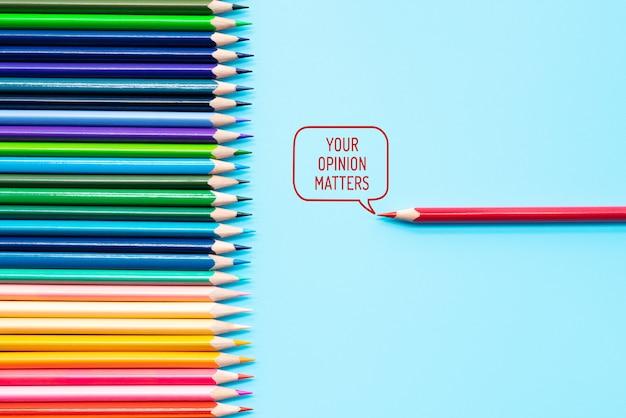 Kleur potlood lijnen op blauw