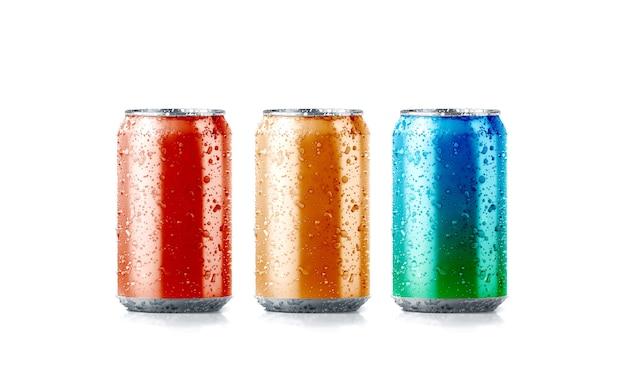 Kleuren aluminium frisdrankblikje met druppels, 3d-rendering.