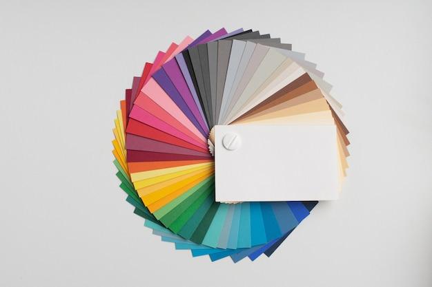 Kleurenpalet, gids met verfmonsters, gekleurde catalogus