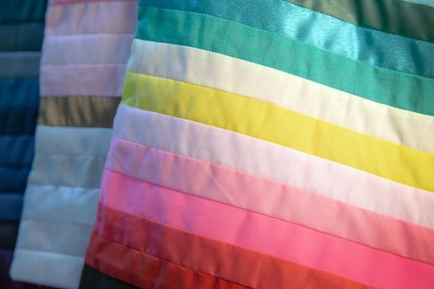 Kleurontwerp van stof voor modedecoratie van jurkontwerper