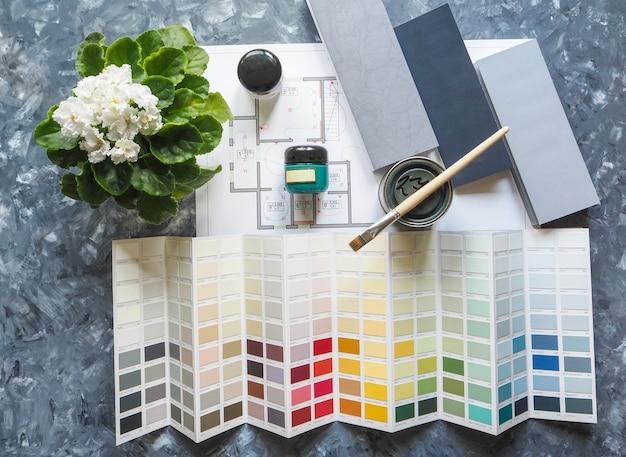 Kleuroplossingen en verf in een pot. selecteer een kleur voor de taak.
