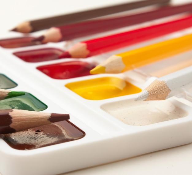 Kleurpotloden en aquarelverf
