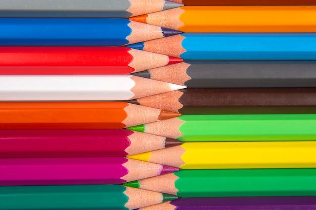 Kleurpotloden om te tekenen. onderwijs en creativiteit. vrije tijd en kunst