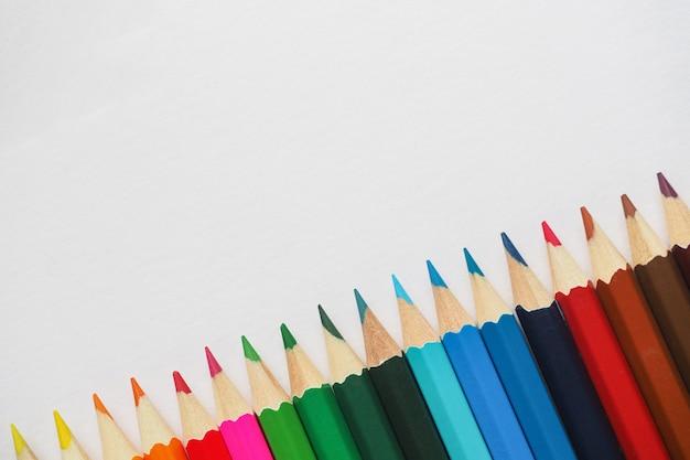 Kleurpotloden. samenvatting gekleurde achtergrond.