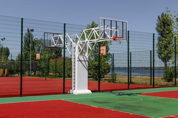 Kleurrijk basketbalveld