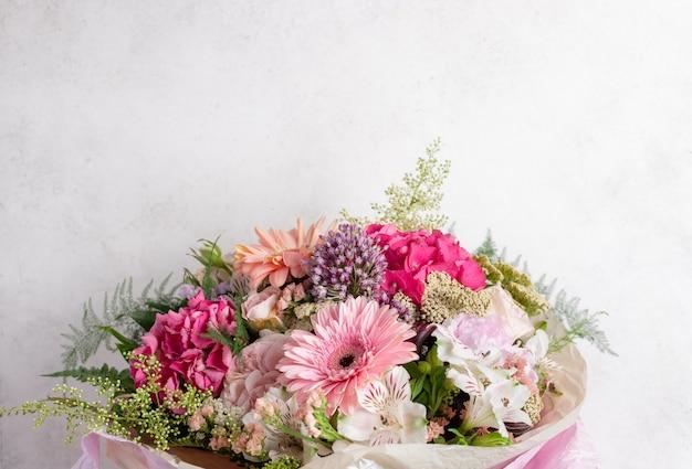 Kleurrijk boeket van verschillende bloemen