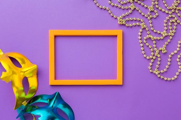 Kleurrijk carnaval masker en frame