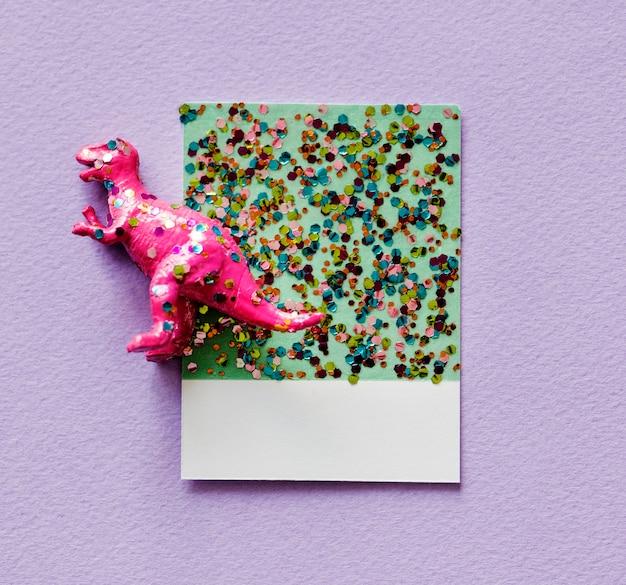 Kleurrijk en leuk miniatuurdinosauruscijfer
