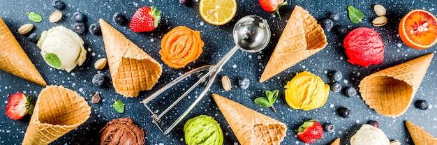 Kleurrijk fruit- en bessenijs