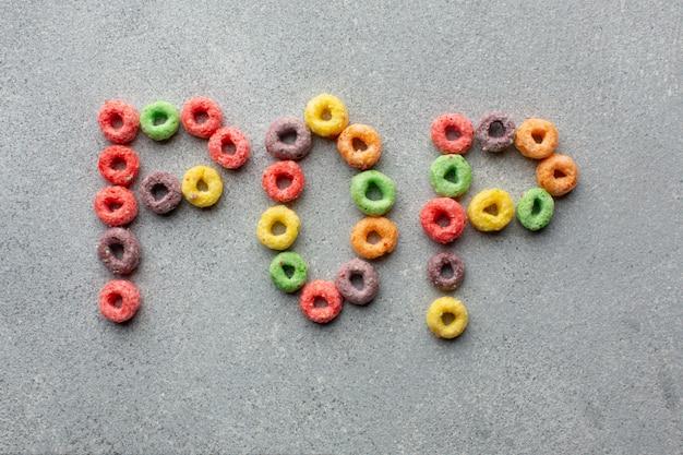 Kleurrijk graangewassen pop concept op een lijst