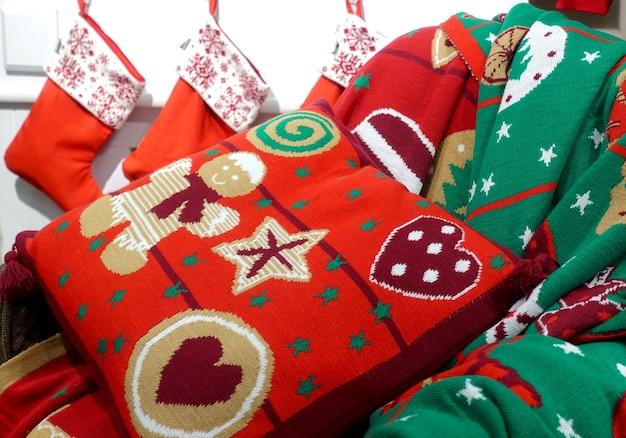Kleurrijk kerstpatroon op kussen en dekens