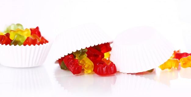 Kleurrijk kleverig beersuikergoed