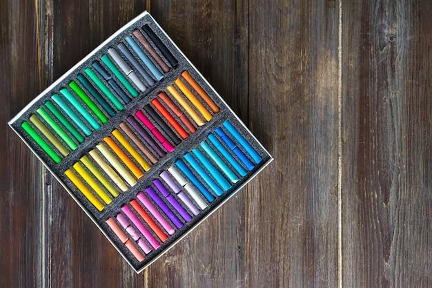 Kleurrijk krijt pastelkrijt voor schilderen en schetsen