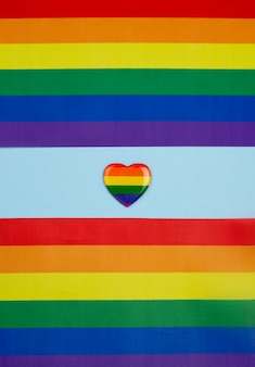 Kleurrijk papier met hart badge