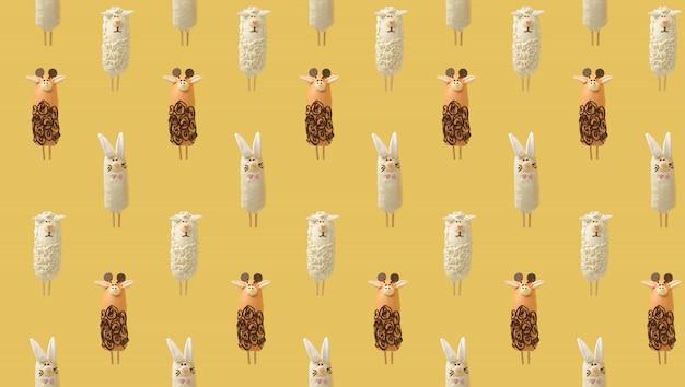 Kleurrijk patroon dat uit chocoladedieren bestaat op geel