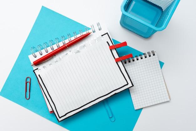 Kleurrijk perspectief, positief denken, creatieve ideeën inspiraties, vrolijke contemplatie, heldere levendige werkplek ontwerpen, flitsende kantoor collecties notebook