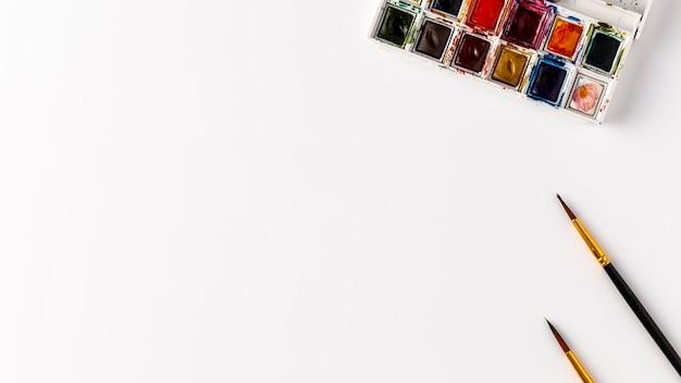 Kleurrijk potlodenconcept met exemplaarruimte