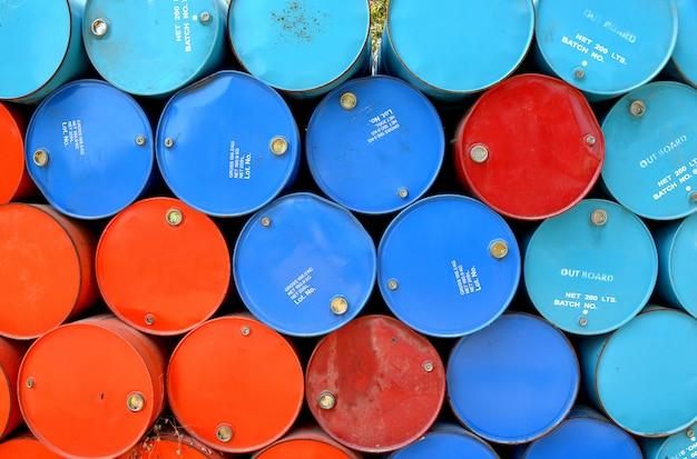 Kleurrijk van gebruikte gastanks.