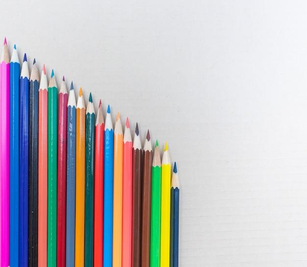 Kleurrijke achtergrond, kleur is het kenmerk van menselijke visuele waarneming beschreven door kleurcategorieën met namen zoals rood, blauw, geel, groen, oranje of paars