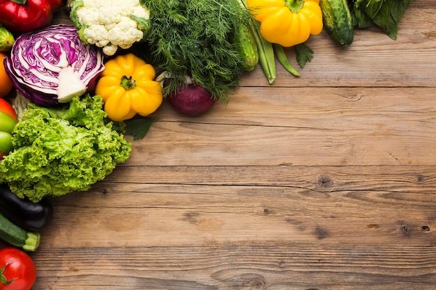 Kleurrijke achtergrond van groenten met kopie ruimte