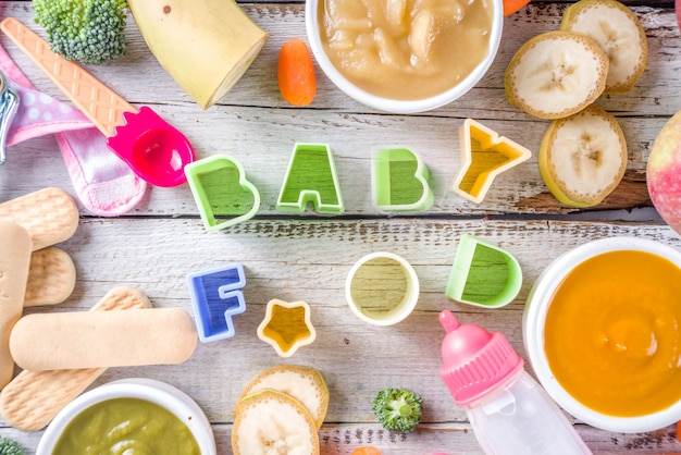 Kleurrijke babyvoedingpuree