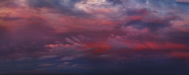 Kleurrijke bewolkte hemel bij zonsondergang kleurovergang kleur hemel textuur abstracte natuur achtergrond
