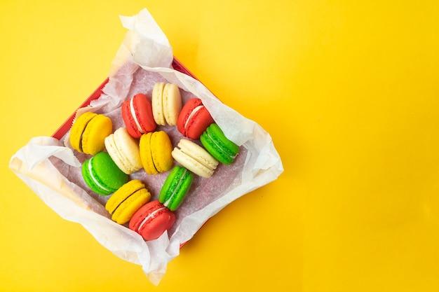 Kleurrijke bitterkoekjes