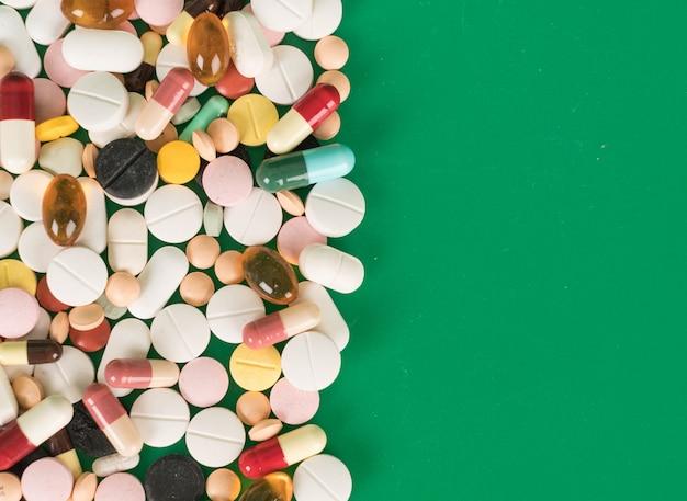 Kleurrijke capsules en pillen