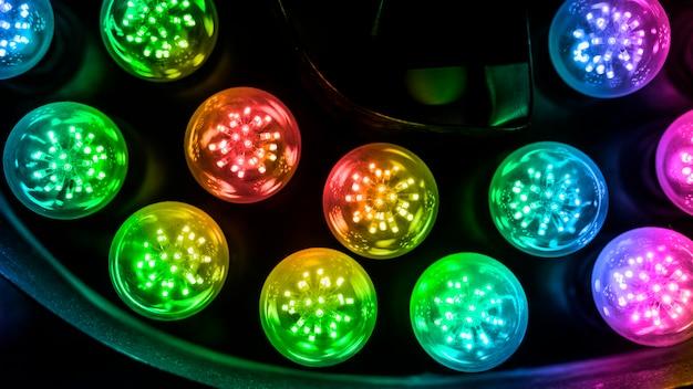 Kleurrijke circulaire geleide lichte achtergrond