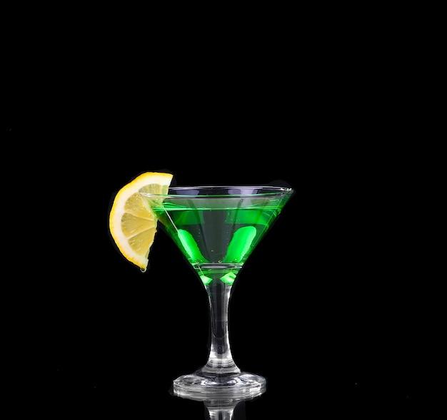 Kleurrijke cocktail op de zwarte