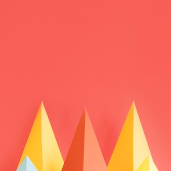 Kleurrijke driehoek papieren pak met kopie-ruimte