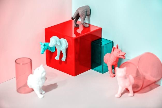 Kleurrijke en heldere miniatuurhuisdierfiguren