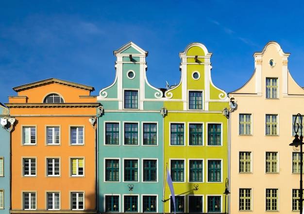 Kleurrijke gebouwen in het oude deel van europa, gdansk