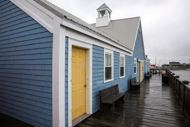 Kleurrijke gebouwen in spinnakers landing, summerside, prince edward island, canada