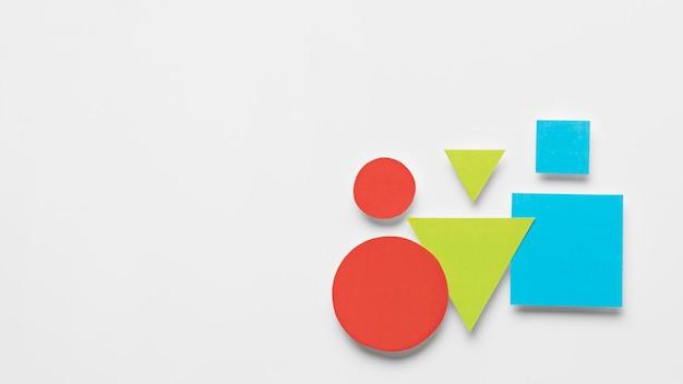 Kleurrijke geometrische vormen met kopie ruimte