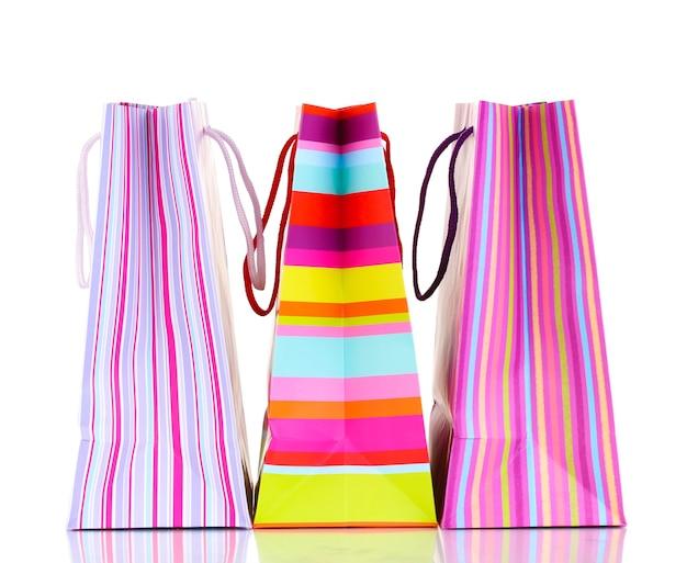 Kleurrijke geschenkzakken geïsoleerd op wit