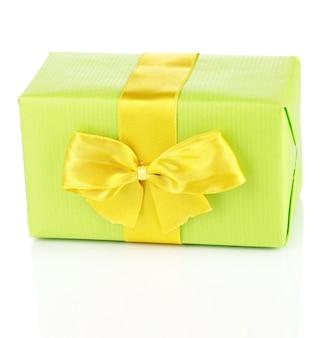 Kleurrijke groene cadeau met strik geïsoleerd op white