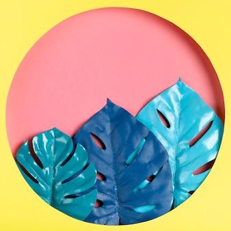Kleurrijke handgemaakte papieren workart met bladeren