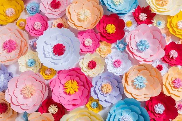 Kleurrijke handgeschept papier bloemen achtergrond