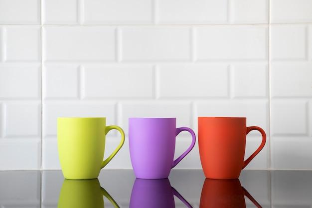 Kleurrijke koffiemokken