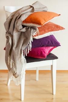 Kleurrijke kussens zorgen voor een gezellige herfstsfeer in huis