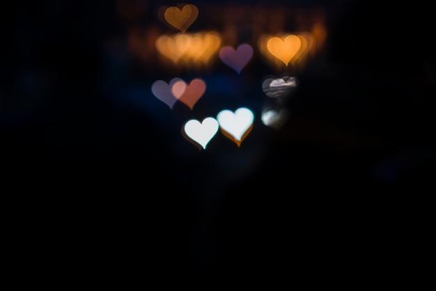 Kleurrijke lichtenachtergrond met twee witte harten