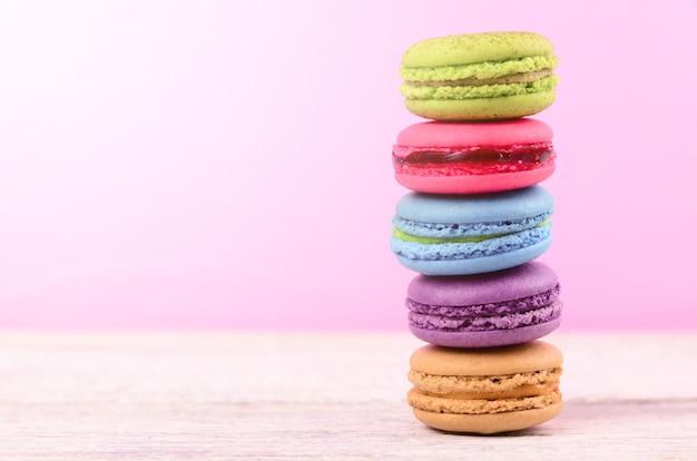 Kleurrijke macarons voor pauze