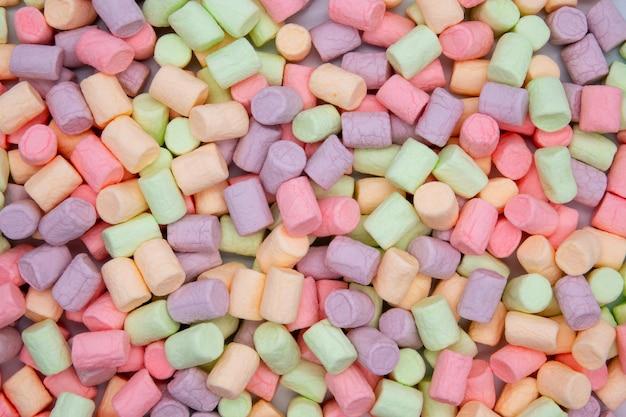 Kleurrijke mini marshmallows macro. pluizige marshmallows textuur en patroon. hoge resolutie afbeelding.