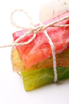 Kleurrijke natuurlijke zeep