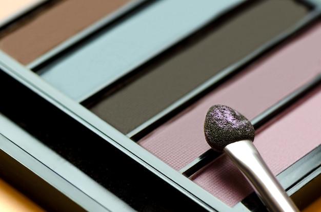 Kleurrijke oogschaduw palet make-up producten