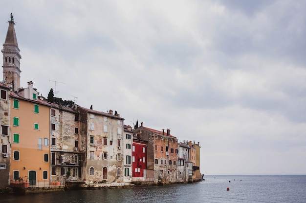 Kleurrijke oude romantische stad rovinj, istrië, kroatië