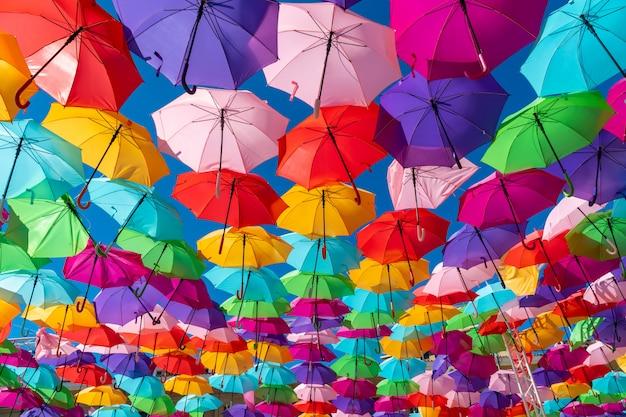 Kleurrijke paraplu'sachtergrond