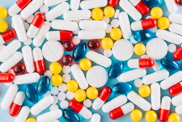 Kleurrijke pillen